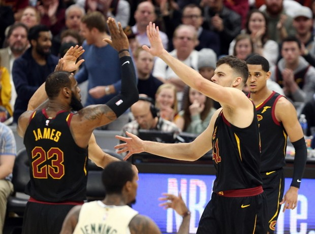 cleveland-cavaliers-vs-milwaukee-bucks-march-19-2018-91af4cfd68833e16.jpg